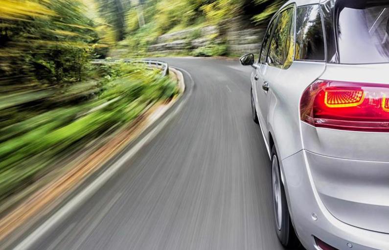 开车去新家是一个受欢迎的选择,但远非唯一