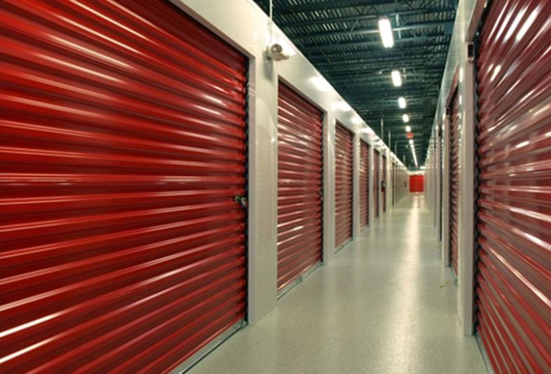将财产安全地存放在仓库中是至关重要的考虑因素