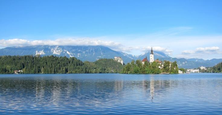 湖边风景美丽